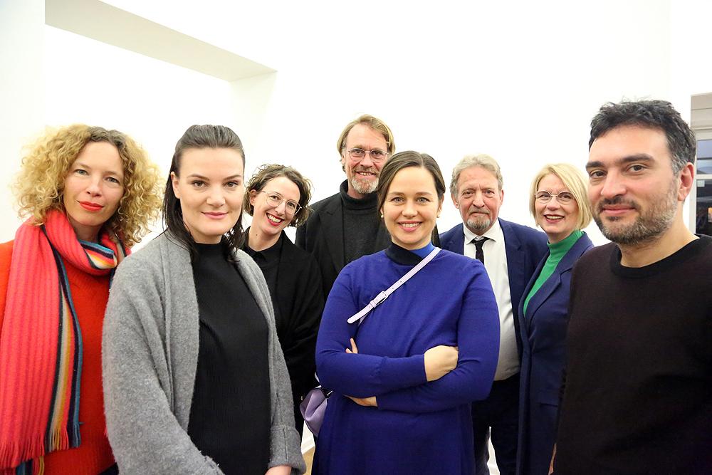 v. l. n. r.: Tina Wentrup (Wentrup Gallery), Katharina Stöver - Peles Empire, Sabine Schmidt (PSM Galerie), Dr. Andreas Görgen (Auswärtiges Amt), Catherine Biocca, Werner Tammen (lvbg), Dr. Karin Rase (C&K Galerie) , Ali Kaaf