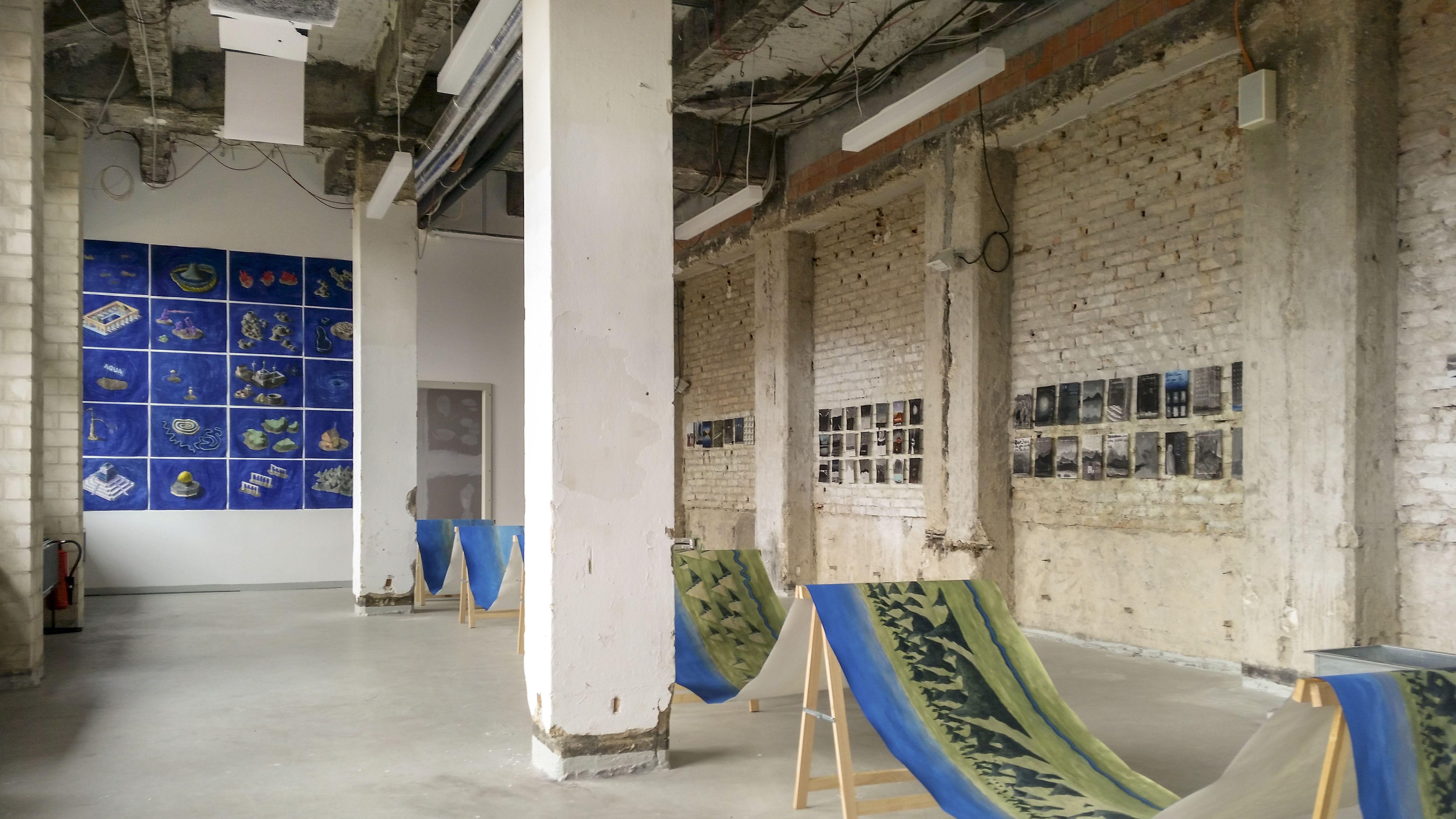 Impression des Residence-Studios mit Arbeiten von Walter Yu © Peter Drimal